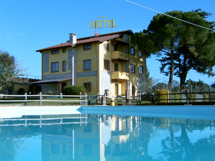 Alberghi Tenuta la Lupa Country Hotel