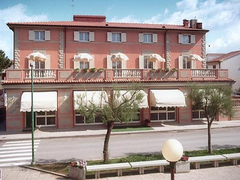 Alberghi Villa Tirreno>