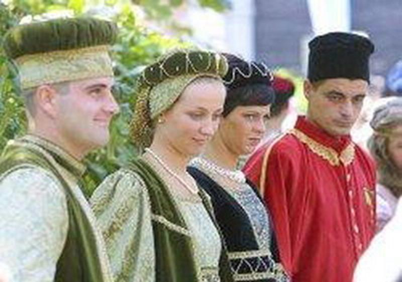 festivity to court (suvereto)