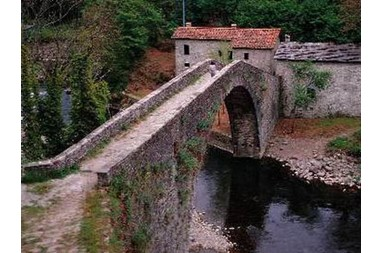 Walk the bridge of Castruccio Castracani